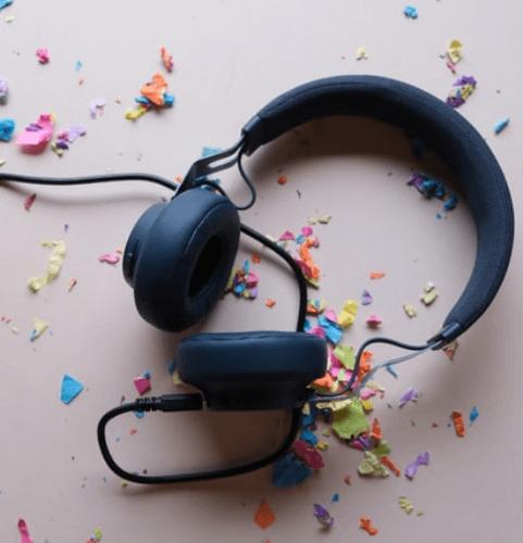 secret-santa-gift-ideas-for-coworkers-headphones