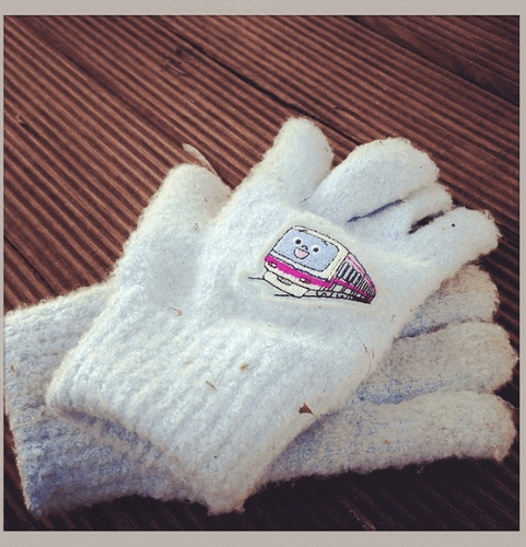 secret-santa-gift-ideas-for-coworkers-warm-gloves